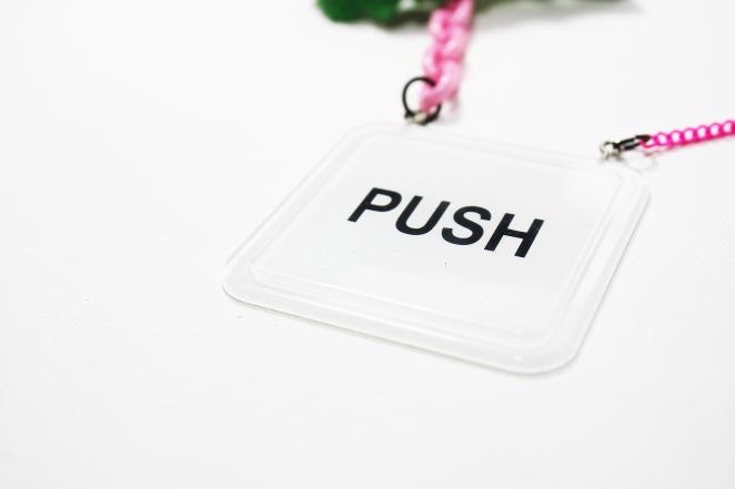 push me _detail_02